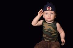 Babymilitair in eenvormig met oorlogsverf op zijn gezicht Jongen in unifo royalty-vrije stock foto