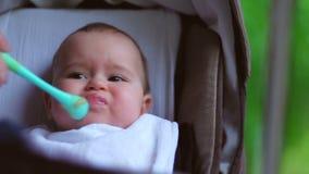 Babymittagessen stock footage