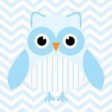 Babypartyillustration mit netter Eule des blauen Babys auf blauem Sparrenhintergrund Lizenzfreies Stockbild