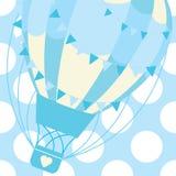 Babypartykarte mit nettem blauem Heißluftballon auf Tupfenhintergrund-Vektorkarikatur für Postkarte und Grußkarte Stockfotos