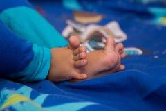 Babys-Bein Abschluss oben stockbild