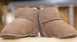Babyschoenen die van leer worden gemaakt Stock Foto's