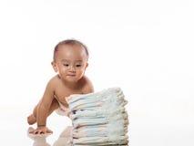 Babyspel met luier stock foto's