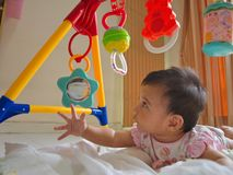 Babyspielen Stockfotografie