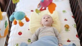 Babyspielen stock video