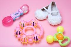 Babystuk speelgoed en leuke babysheos Royalty-vrije Stock Fotografie