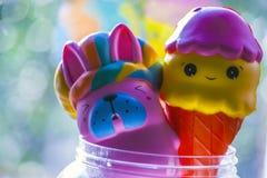 Babystuk speelgoed plastic flessenvenster Stock Foto