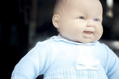 Babystuk speelgoed poppenledenpop in kleren royalty-vrije stock foto's
