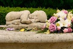 Babyverlust - totgeburt und Nenonatal-Todesnächstenliebedenkmal lizenzfreie stockfotografie