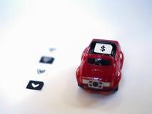 Bac à cartes de Sim et petit papier simulés comme carte de SIM sur un t rouge Photos libres de droits