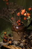Bac avec des fleurs Photo libre de droits