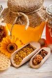 Bac de miel photographie stock libre de droits