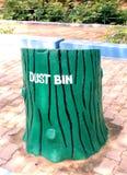 Bac de recyclage d'ordures photographie stock