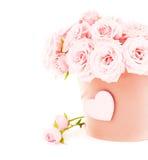 Bac de roses roses image stock