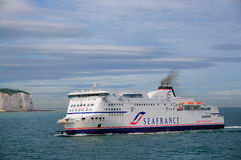 Bac de SeaFrance approchant Douvres Photos libres de droits