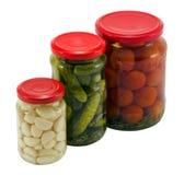 Bac en verre de choc en boîte par tomates de concombre d'ail Photographie stock libre de droits