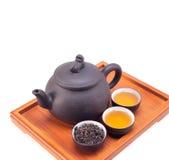 Bac et cuvettes d'argile chinois de thé vert Photo stock