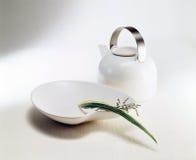 Bac et vase de thé de type de zen Image libre de droits