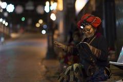 Bac Ha, Sapa, Vietname - 08 17 2014: Dao Woman vermelho étnico em Bac Ha Market Grupo minoritário étnico vermelho de Sapa, Lao Ca fotografia de stock royalty free