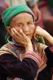 BAC HA, VIETNAM - SEP 11: Unidentified kvinna av blomman H'mong Arkivbild