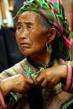 BAC HA, VIETNAM - SEP 30: Unidentified kvinna av blomman H'mong Royaltyfri Foto