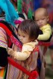 BAC HA, VIETNAM - 11. SEPTEMBER: Nicht identifizierte Kinder der Blume H'mo Lizenzfreies Stockbild