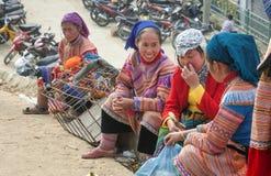 Bac-MUMMEL, LAO CAI, VIETNAM - 8th, December, Bac Ha marknadsnötkreatur, detta är den största boskapsmarknaden av det Lao Cai lan Arkivfoton