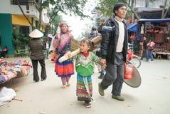 Bac-MUMMEL, LAO CAI, VIETNAM - 8th, December, Bac Ha marknadsnötkreatur, detta är den största boskapsmarknaden av det Lao Cai lan Royaltyfri Bild