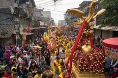 Bac Ninh, Vietnam - 31 de enero de 2017: El festival de primavera tradicional de Dong Ky, un ritual especial del festival de Dong Imagenes de archivo