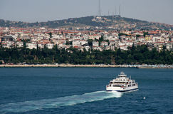 Bac sur Bosphorus à Istanbul photos stock