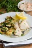 Bacalao con las patatas y los calabacines Fotos de archivo