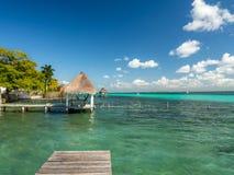 Bacalar, México, Ámérica do Sul: [Lago Bacalar, águas claras, retardação Foto de Stock