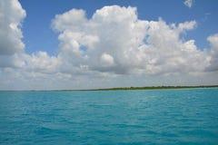 Bacalarlagune in Quintana Roo Mexico stock foto's