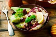 Bacalhau com azeitonas e erva-doce foto de stock