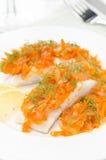 Bacalhau com o close up conservado da cenoura e da cebola Fotos de Stock Royalty Free