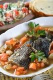Bacalhau cozinhado com vegetais foto de stock royalty free