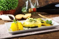 Bacalhau fresco com batatas e açafrão Imagens de Stock Royalty Free