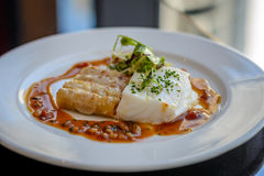 Bacalhau, macarrão da lagosta e molho de prata do piquillo Imagem de Stock