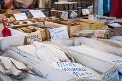 Bacalhau salé sec de morue sur le marché traditionnel à Palerme image libre de droits