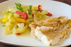 Bacalhaus grelhados com vegetais Imagem de Stock Royalty Free