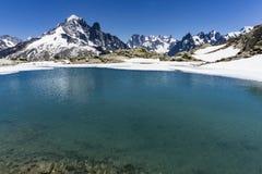 Bacca Blanc del lago sui precedenti del massiccio di Mont Blanc alpi Fotografia Stock Libera da Diritti