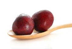 Bacca della ciliegia con il cucchiaio di legno Fotografia Stock Libera da Diritti