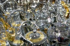 Baccelli arabi del caffè di stile delle teiere brillanti Fotografie Stock