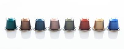 Baccelli del caffè del caffè espresso isolati su fondo bianco, vista con i dettagli, insegna del primo piano Immagine Stock