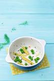 Baccelli di fagiolo giallo ed insalata del pisello Fotografie Stock