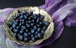Bacche della frutta del mirtillo in un'annata Immagine Stock