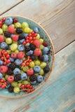 Bacche di estate sul piatto Fotografie Stock