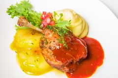 Bacchetta di Turchia in salsa e purè di patate Fotografia Stock