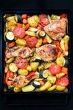 Bacchette di pollo al forno su un vassoio di cottura Fotografie Stock
