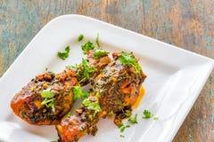 Bacchette di pollo piccanti di stile indiano fotografia stock libera da diritti